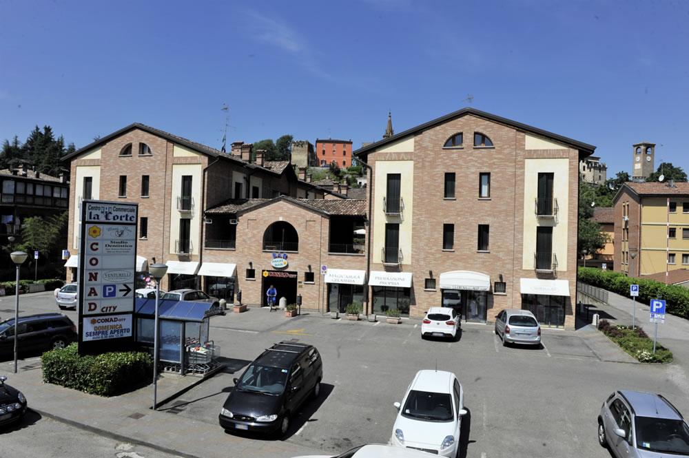 Centro la corte a castelvetro di modena emilia romagna for Negozi arredamento modena